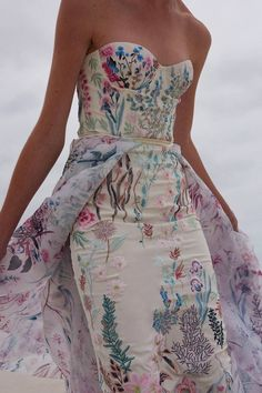 Unique floral embroidered wedding gown by Hermione de Paula. Cream strapless dress with touches of lavender, pinks, greens and blues. Such a gorgeous multicolored wedding dress. Colored Wedding Dresses, Wedding Colors, Wedding Gowns, Bridal Gown, Wedding Hijab, Bridal Lingerie, Wedding Cakes, Civil Wedding, Courthouse Wedding