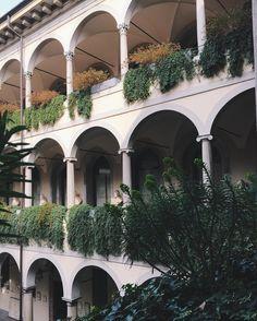 Beautiful loggiato. #art #architecture #loggiato #pinacotecaambrosiana by volchitza_