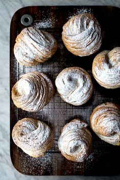 cruffins (croissant + muffin) made with a pasta machine Breakfast Desayunos, Breakfast Recipes, Dessert Recipes, Dinner Recipes, Pasta Machine, Sweet Bread, Sweet Tooth, Food And Drink, Cooking Recipes