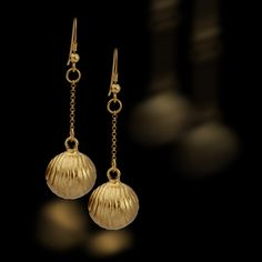 this design was inspaierd by the golden bell that was faund in the city of david in jerusaem-israel http://www.cityofdavidstore.org/pl_product~JEW00585~16~57.htm