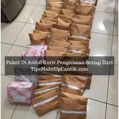 paket-di-ambil-kurir-pengiriman-seiap-hari
