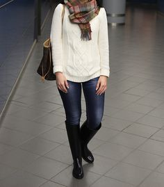 Fall outfit with boots (Falling for fashion -blog)