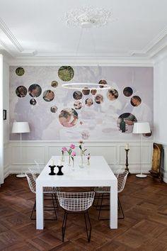 Mural: un tableau qui représente Repas de Nices à Yport d'Albert Fourié, revu et corrigé.  Fun idea!