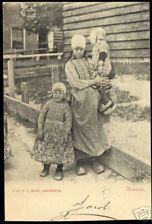 Marken vrouw met twee jongetjes