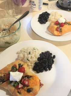 A delicious why to use leftovers.  Ready in 20 minutes.  Ingredients:  1 Roll of Crescent Rolls 1/2 lb of cooked ground beef 1 cup of shredded Cheddar Cheese  Pico de gallo  Sour Cream Taco Pockets, Crescent Rolls, Taco Tuesday, Cheddar Cheese, 1 Cup, Ground Beef, Sour Cream, Risotto, Tacos