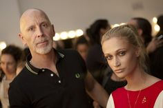 Fabiana Gomes, a maquiadora senior da MAC, o luxo em forma de make-up, nos passou cinco dicas exxxpertas de maquiagem para o inverno. Segue a listinha para anotar no caderninho! 1- A pele sempre p…