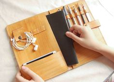 I love the unique, fashionable and minimalist design of UnimiStore leather crafts. These items are awesome gifts for both men and women of all ages for any occasions. There are several collections of wallet, credit card holder, passport cover, portfolio,