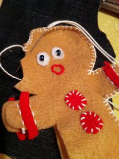 Lizardbreath Creations: 22 Days til Christmas. Oh-no-Gingerbread Man Ornament
