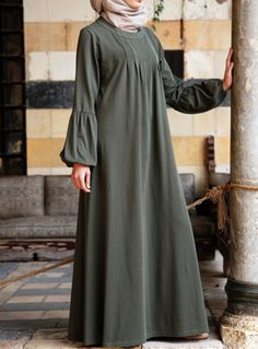 SHUKR's long dresses and abayas are the ultimate in Islamic fashion. Hijab Fashion 2016, Abaya Fashion, Fashion Outfits, Girls Dresses Sewing, Moslem Fashion, Hijab Style Dress, Modele Hijab, Mode Abaya, Pakistani Dresses Casual