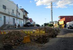 Motorista perde controle de veículo e colide contra obra em Tabira | S1 Notícias