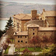 El Monasterio de Leyre, donde se funden historia, arte y leyenda #Navarra (By @92kuba - #Instagram)
