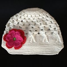 White Crochet Girls Baby Beanie Hat with Red and Pink Flower Baby Beanie Hats, Baby Sun Hat, Crochet Girls, Knit Crochet, Crochet Hats, Knitting Projects, Red And Pink, Baby Design, Pink Flowers