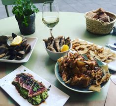 Equipo moritz #peixet #fritura #foodie #barcelona #raval #friends #tataki #raw #restaurant #gastronomia #foodporn #instagood #foodgasm #instagood #mondays #terrasseta by monicaboschpassani