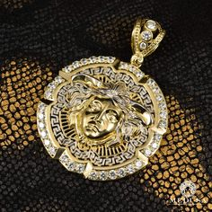 Jewelry Gold Medaillon Versace Medallions pendant unisex-Athena F4-inspired Versace Medallion Versace Jewelry Medusa-Canada Versace Necklace, Versace Jewelry, Jewelry Art, Gold Jewelry, Jewelry Accessories, Jewelry Design, I Love Gold, Beautiful Stairs, Gold Bullion