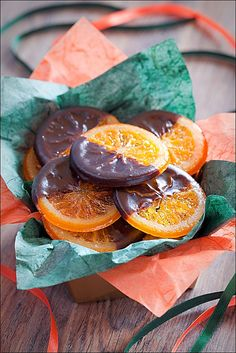 Festively beautiful, very tasty Chocolate Dipped Candied Orange Slices. I love dark chocolate with my fruit! Candy Recipes, Holiday Recipes, Bonbon Fruit, Candied Orange Slices, Chocolate Dipped, Food Gifts, Christmas Baking, Love Food, Sweet Treats