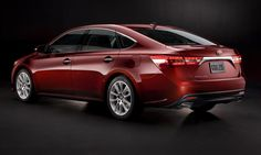 A rear view of the 2013 Toyota Avalon.
