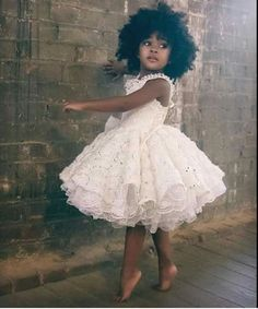 Süßeste schwarze Kinder Afro Frisuren, Beliebte Frisuren, sü Beautiful Children, Beautiful Babies, Beautiful People, Beautiful Little Girls, Beautiful Dresses, Fashion Kids, Toddler Fashion, African Fashion, Black Is Beautiful