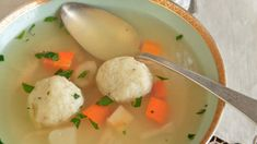 Matzo ball soup | Matzah, matzoh, matza… there are as many ways of spelling this New York classic as there are ways to cook it: several small balls versus one big ball; dense balls versus light and fluffy ones; vegetables in the broth versus broth only, and the list goes on. This recipe makes 12 medium-sized matzo balls that are light and fluffy, with some carrots and parsnips in the broth for sweetness. You can start this recipe a day ahead.