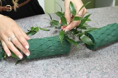 How to Make a Flower Garland - Wedding Bouquets - - Flower Garland - Flower Garland Flower Garland Wedding, Diy Wedding Flowers, Flower Garlands, Flower Decorations, Floral Wedding, Wedding Bouquets, Diy Flowers, Green Garland, Floral Garland