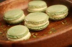 Découvrez cette recette de Macarons au citron vert et gingembre expliquée par nos chefs