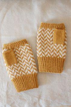 指なしミトン マスタードイエロー×ホワイト ヘリンボーン Fingerless Mittens, Hand Warmers, Knitted Hats, Knit Crochet, Diy And Crafts, Gloves, Dots, Embroidery, Knitting