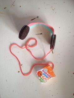 Traktatie koptelefoon met iPod (oreo's met zure mat, snoepveter en doosje dummies) voor Timo zijn 12e verjaardag