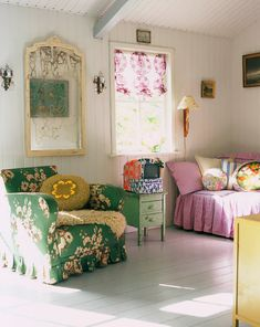 Gorgeous 60 Granny Chic Ideas for First Apartment Decorating On A Budget roomadn. Colourful Living Room, Living Room Colors, Living Room Designs, Living Room Decor, Living Rooms, Colorful Rooms, Bedroom Decor, Chic Apartment Decor, Apartment Decorating On A Budget
