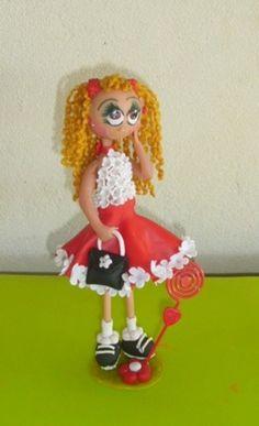 boneca em biscuit. Pode ser usada para topo de bolo ou lembrancinha.   Temos apenas uma unidade disponível de cada modelo mostrado. Preço unitário. R$ 18,75