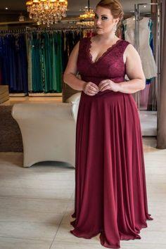 Vestido Plus Size Vinho para Madrinha de casamento