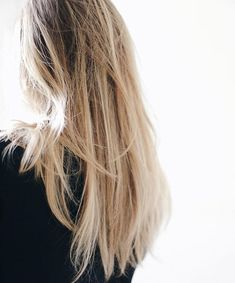 Nuances de blond : Want my hair to look like that with the wave (style) - Gray Hair Style Messy Hairstyles, Pretty Hairstyles, Straight Hairstyles, Phoebe Friends, Jennifer Aniston, Jennifer Jareau, Hair Inspo, Hair Inspiration, Breakfast Club