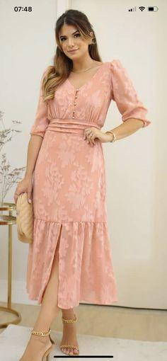 Simple Dresses, Beautiful Dresses, Fashion Over 50, Timeless Fashion, Frocks, New Dress, Muslim, New Look, Dress Skirt