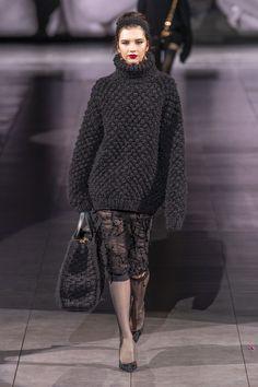 Dolce & Gabbana at Milan Fashion Week Fall 2020 - Runway Photos London Fashion Weeks, Knitwear Fashion, Knit Fashion, Fashion Looks, Fashion Fashion, Milan Fashion, Warm Outfits, Fall Winter Outfits, Autumn Winter Fashion