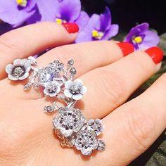 Carrera Y Carrera. Via MMdiamonds Jewellrs MITRA (@mm_diamondsjewellers) on Instagram: Amazing!!! @carreraycarrera_official via @irmaberg #dubai #diamond #diamonds