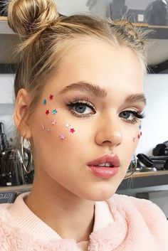 Seeking new ideas for Coachella makeup to really rock it this year? We all love festivals and we tend to think through the details of our image in advance. #makeup #festivalmakeup #coachella #coachellamakeup