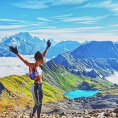 Excellent Pic Course a Pied photo Réflexions Girl Running, Trail Running, Running Women, Climbing Girl, Rock Climbing, Summer Hiking Outfit, Hiking Outfits, Outdoor Girls, Run Happy