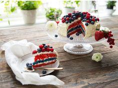 Kake i flaggets farger - Norwegian 17 May cake (Norwegian national day) Norwegian Food, Norwegian Recipes, Dessert Recipes, Desserts, Cute Food, Pavlova, Creative Food, Yummy Cakes, Nom Nom