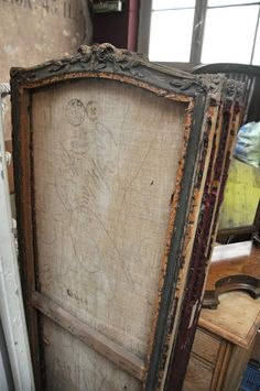 Vintage chic: Interiørshopping i Brussel/ Interior shopping in Brussels Vintage Love, Vintage Decor, Vintage Antiques, French Vintage, French Antiques, Room Deviders, Dressing Screen, Dressing Area, Antique Frames