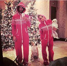 Actress Kaley Cuoco-Sweeting and husband Ryan Sweeting dressed up… Matching Christmas Pajamas Couples, Couple Pajamas Christmas, Matching Couple Pajamas, Matching Christmas Outfits, Christmas Onesie, Matching Couple Outfits, Couples Onesies, Pyjamas Assortis, Kaley Cuoco