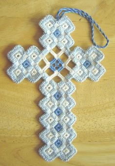 Hardanger Cross Stickerei - Types of stitches - Crochet Bookmark Pattern, Crochet Bookmarks, Crochet Cross, Thread Crochet, Types Of Embroidery, Learn Embroidery, Embroidery Patterns, Hand Embroidery, Crochet Patterns