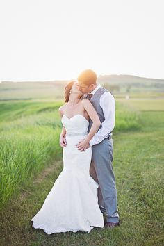 Sunset Wedding Photography From Calgary Wedding Photographer Nicole Sarah Photography  Wedding Pose Ideas  #wedding #pose #sunset #calgary #photography #weddingphotography #weddingphotographers