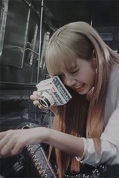 Read from the story BLACKPINK MEMES by chuwiechoko with 979 reads. Kim Jennie, South Korean Girls, Korean Girl Groups, K Pop, Rapper, Lisa Blackpink Wallpaper, Blackpink Members, Blackpink Photos, Kim Jisoo