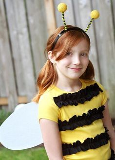 Easy Bumble Bee (can be base for Spelling Bee) - 60 Fun and Easy DIY Halloween Costumes Your Kids Will Love Bee Halloween Costume, Halloween Costumes Kids Homemade, Last Minute Halloween Costumes, Easy Halloween Costumes, Halloween Diy, Diy Bee Costume, Costume Tutorial, Bumblebee Halloween, Halloween Clothes