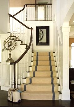 painted white banisters with dark wood. and kind of like stair runner. Entry Stairs, Entry Hallway, Narrow Staircase, Front Stairs, House Staircase, Staircase Ideas, Staircase Design, Balustrades, Banisters