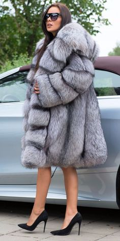 Nadire Atas on Luxury Fur Coats Fox Fur Jacket, Fox Fur Coat, Fur Coats, Fur Clothing, Fabulous Furs, Fur Fashion, Coats For Women, Mantel, Dame