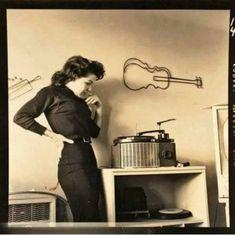 Rock N Roll, Music Machine, Vinyl Junkies, Record Players, Vintage Music, Retro Vintage, Vintage Wear, Vintage Ladies, Vintage Vinyl Records