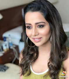 It's looks cute. Indian Bollywood Actors, Bollywood Actress, Indian Actresses, Actors & Actresses, Beautiful Girl Photo, Beautiful Smile, Raiza Wilson, Hair Color Dark, Hair Colour