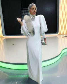 """14.6k aprecieri, 111 comentarii - Iuliana-Bravo ai stil (@iulianadoroftei) pe Instagram: """"Inca traiesc bucuria galei de aseara, va citesc comentariile si mesajele si sunt foarte fericita ca…"""" Prom Dresses, Formal Dresses, High Neck Dress, Instagram, Fashion, Dresses For Formal, Turtleneck Dress, Moda, Formal Gowns"""