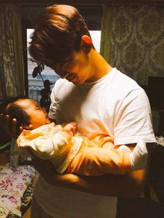 Taecyeon raves about his baby nephew! Jay Park, Bring It On Ghost, Ok Taecyeon, Korean Drama Best, Hot Asian Men, Handsome Korean Actors, Boy Idols, Dear Future Husband, K Idol
