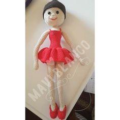 Ya tenemos la primera muñeca del #retoganchilleromc es una bailarina preciosa de MAVI BLANCO recordad que puede ser cualquier muñeca a mi me encanta dan ganas de #bailar !!!! #amigurumi #amigurumistas #ganchilleras #crochetlove #crochetaddict #tejeresmisuperpoder #tejer #crochetdoll #tejereselnuevoyoga