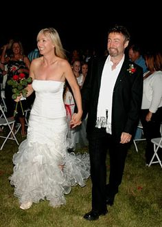On 26 September 2007, Paul married former Miss Canada, exercise physiologist and artist Cynthia Kereluk in a surprise outdoor wedding ceremony on their 10th anniversary in Canada`s Okanagan Valley.